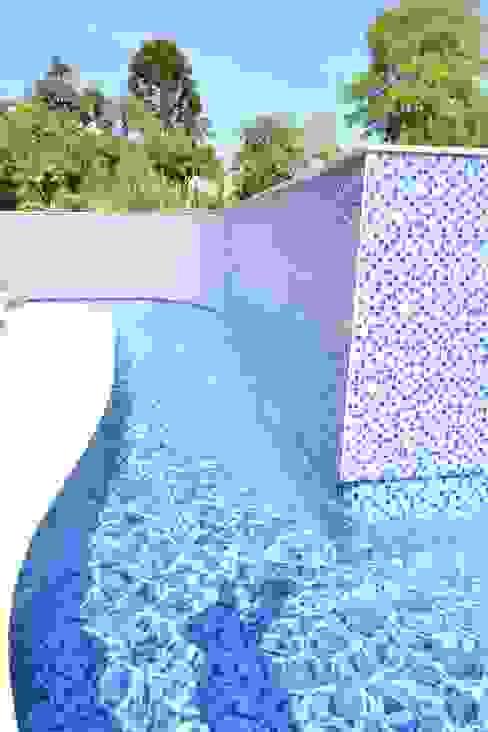 Pool by Márcia Pilz Arquiteta e Urbanista, Classic
