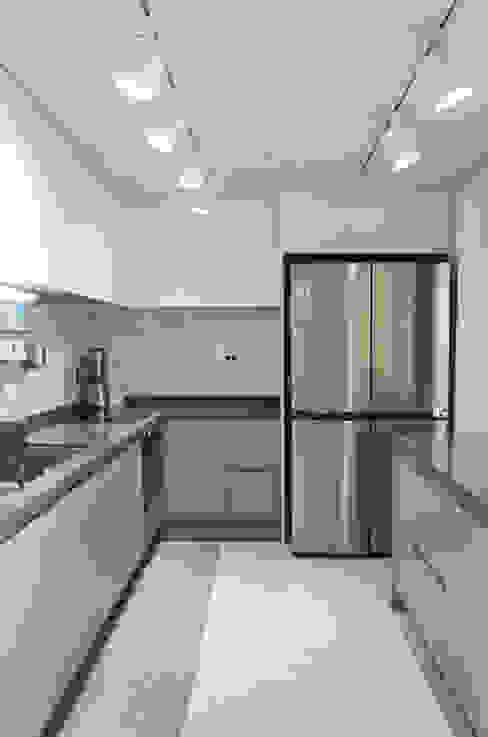44평형 아파트 인테리어 전체시공부터 스타일링까지 모던스타일 주방 by 마르멜로디자인컴퍼니 모던
