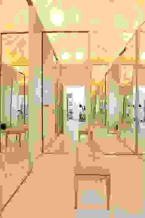 Casa Tortugas Vestidores y placares modernos de JUNOR ARQUITECTOS Moderno