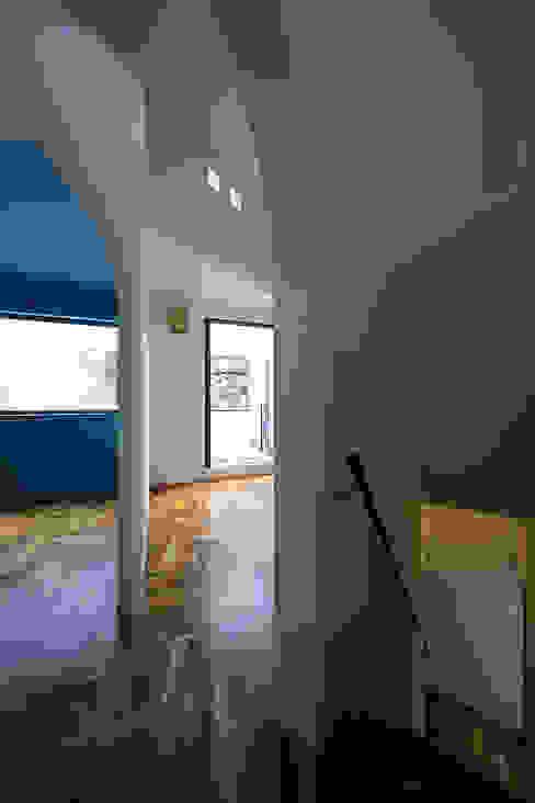 house in yokohama オリジナルデザインの リビング の 株式会社廣田悟建築設計事務所 オリジナル 木材・プラスチック複合ボード