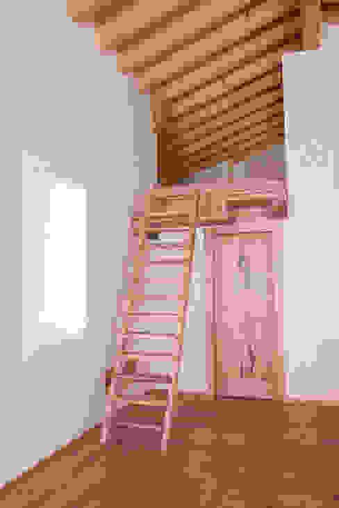 Couloir, entrée, escaliers rustiques par RI-NOVO Rustique Bois Effet bois