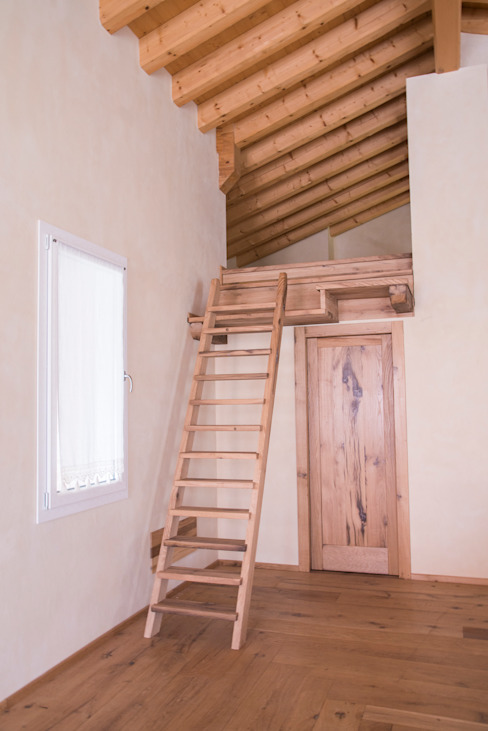 Corridor & hallway by RI-NOVO , Rustic Wood Wood effect