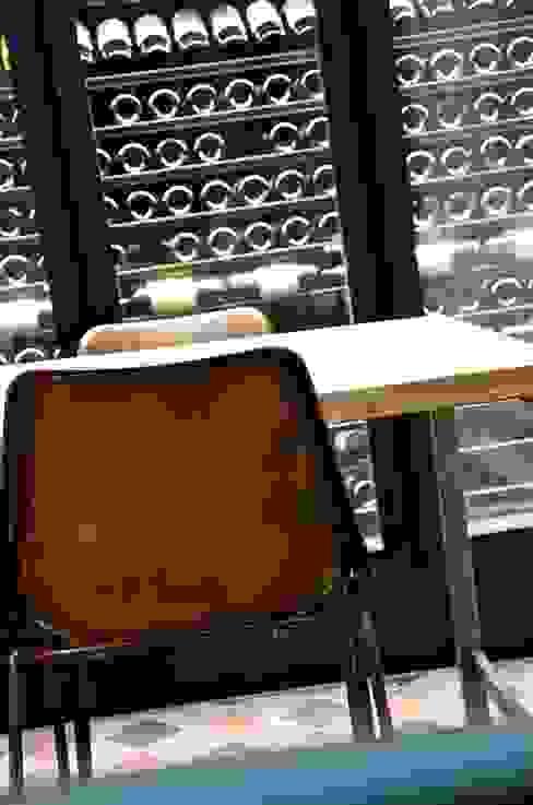 La cave pour rêver. Cave à vin moderne par Cabanes & Chateaux Moderne