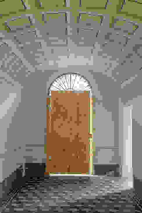 SCUOLA di ESTETICA - Pisa, Italia Art'n'Art Studio di Claudia Masini Ingresso, Corridoio & Scale in stile classico