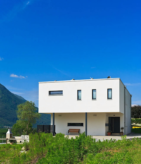 Classic style houses by Holzhaus-Rosskopf Classic
