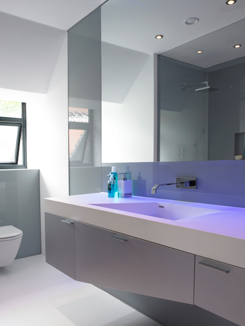 Ice White House-Luxury home Minimalist style bathrooms by Quirke McNamara Minimalist