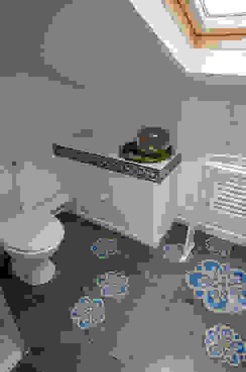 Mediterranean style bathroom by Sophie Embs Mediterranean