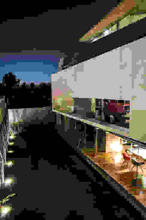 Casa Xafix / Arkylab Jardines modernos: Ideas, imágenes y decoración de homify Moderno
