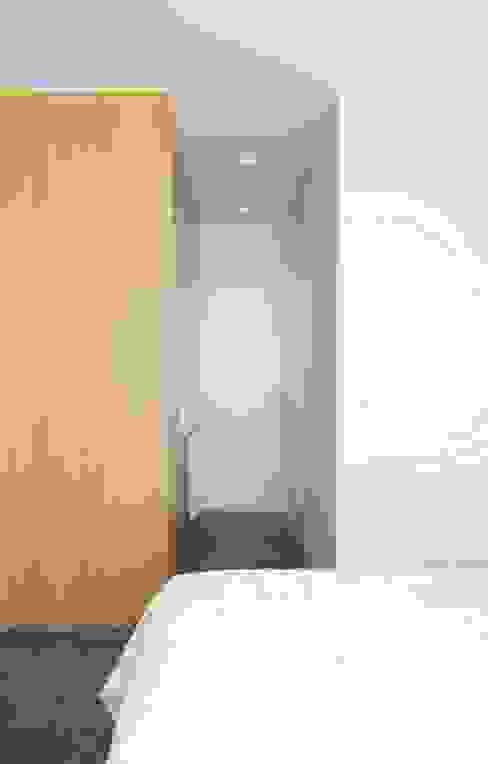 Taller transformado en vivienda Dormitorios de estilo moderno de Taller 582 Moderno
