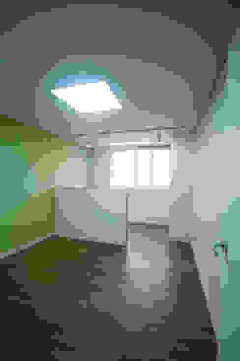 엄마만을 위한 공간과 넓은 주방_36py 홍예디자인 모던스타일 아이방