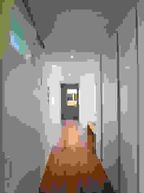 엄마만을 위한 공간과 넓은 주방_36py 홍예디자인 모던스타일 복도, 현관 & 계단
