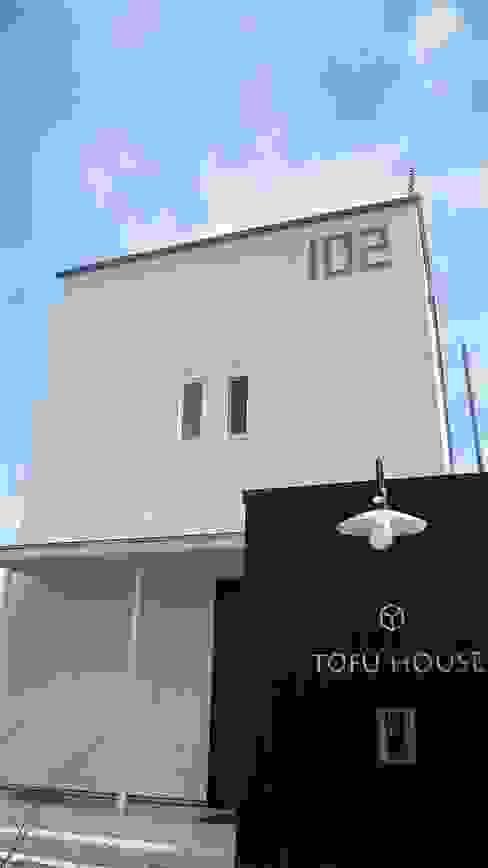 TOFUHOUSE ーコンパクトなシンプルハウスに住むという選択ー モダンな 家 の atelier shige architects /アトリエシゲ一級建築士事務所 モダン タイル