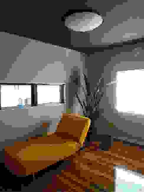 atelier shige architects /アトリエシゲ一級建築士事務所의  침실, 모던 우드 우드 그레인