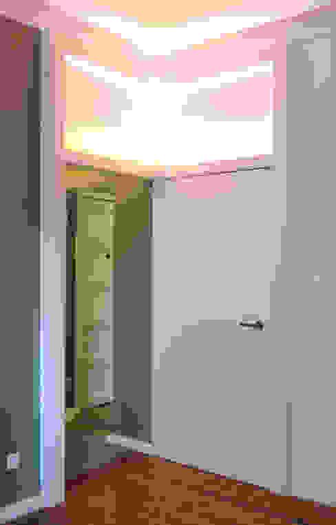 Remodelação T4 . Bairro de Alvalade, Lisboa Janelas e portas ecléticas por BL Design Arquitectura e Interiores Eclético