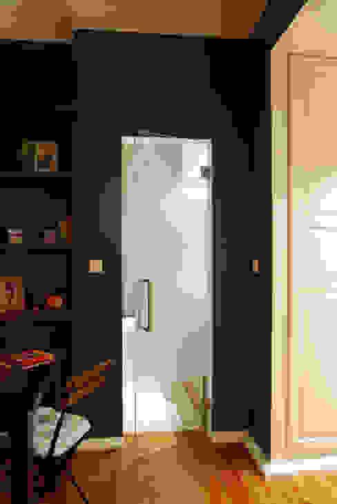Remodelação T4 . Bairro de Alvalade, Lisboa Closets ecléticos por BL Design Arquitectura e Interiores Eclético