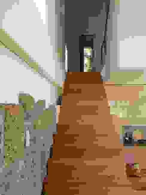 Ingresso & Corridoio in stile  di Bárbara abreu Arquitetos
