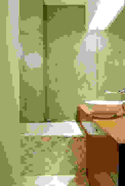 Remodelação T4 . Bairro de Alvalade, Lisboa Casas de banho ecléticas por BL Design Arquitectura e Interiores Eclético