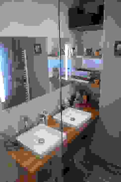 Transformation d'un local professionnel en appartement Salle de bain moderne par Notes de Styles - Agence Nord pas de Calais Moderne