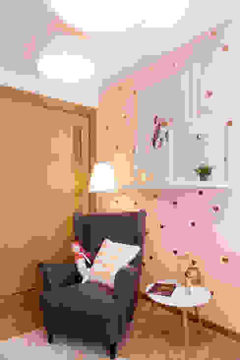 Baby Room MYAH - Make Yourself At Home Quartos de criança modernos