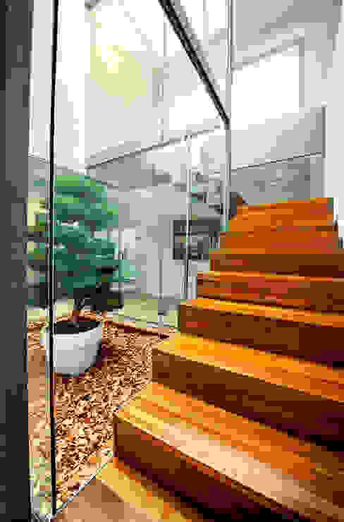 VIVIENDA EN ZABALAIN Pasillos, vestíbulos y escaleras de estilo escandinavo de rdl arquitectura Escandinavo