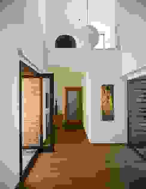 CASA RC Pasillos, vestíbulos y escaleras de estilo mediterráneo de daniel rojas berzosa. arquitecto Mediterráneo