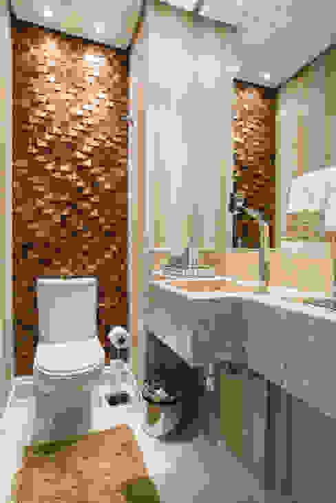 Baños clásicos de Renata Neves Clásico Derivados de madera Transparente