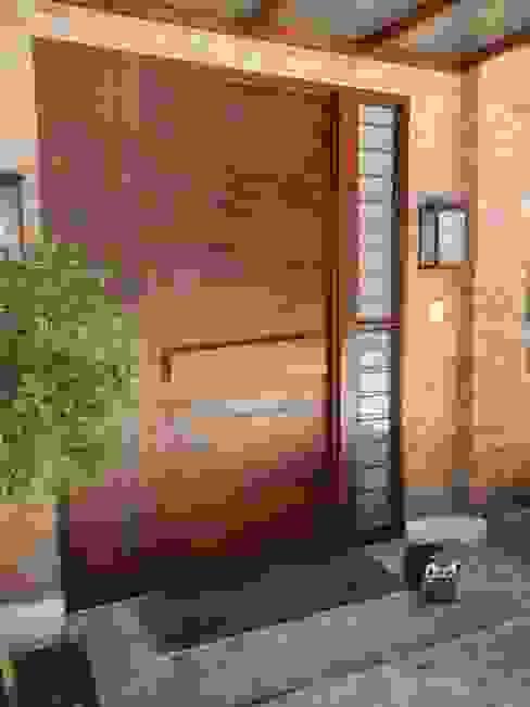 Puertas y ventanas de estilo  por Fainzilber Arqts.