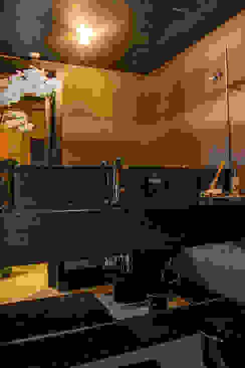 lavabo preto Banheiros modernos por Michele Moncks Arquitetura Moderno