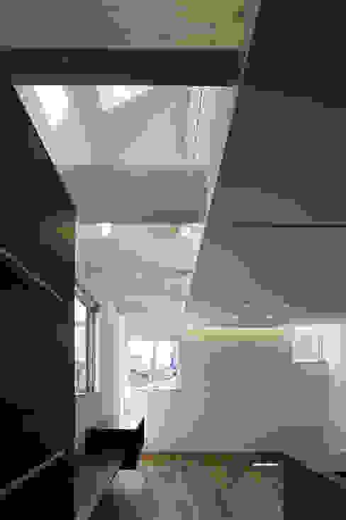 house in saitama 株式会社廣田悟建築設計事務所 ミニマルデザインの リビング 白色