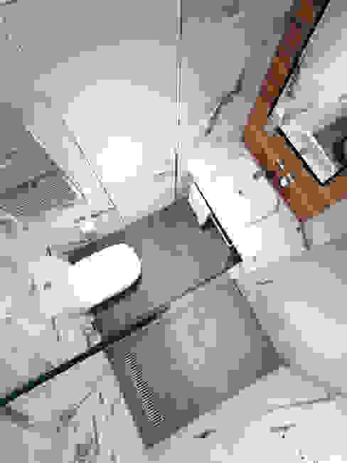Minimalistische badkamers van Y.F.architects Minimalistisch