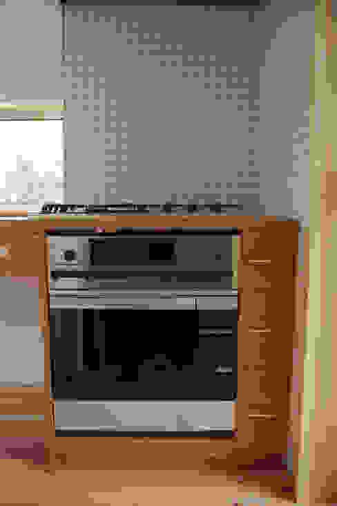 飯能の家キッチン ミニマルデザインの キッチン の hyakka ミニマル 木 木目調