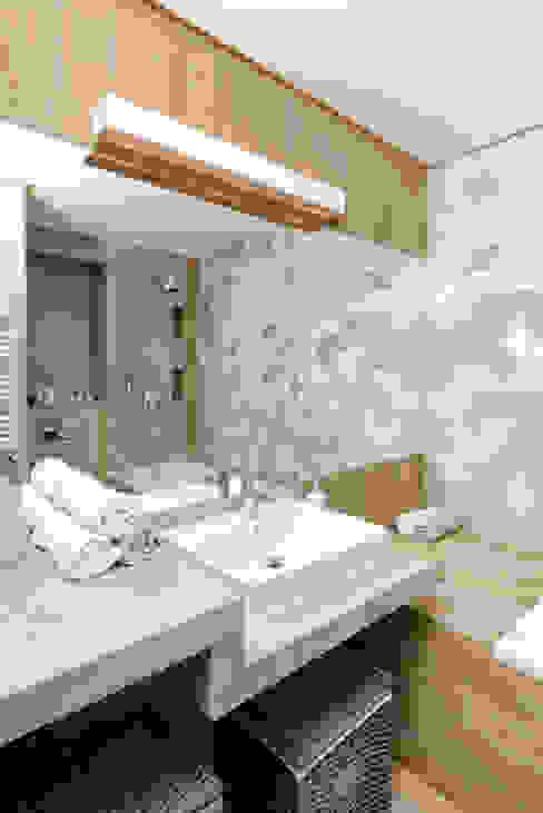 MIESZKANIE POKAZOWE NA OŁTASZYNIE Skandynawska łazienka od Q2Design Skandynawski