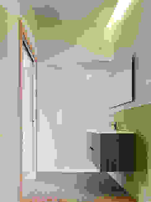 rodríguez + pintos arquitectos Modern Bathroom