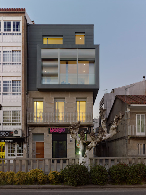 rehabilitación integral en Cangas rodríguez + pintos arquitectos Moderne Häuser