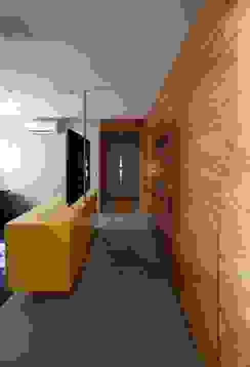 Ap. adaptado - cadeirante Salas multimídia modernas por Marcelo Rosset Arquitetura Moderno