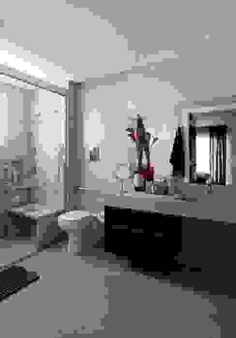Ap. adaptado - cadeirante Banheiros modernos por Marcelo Rosset Arquitetura Moderno