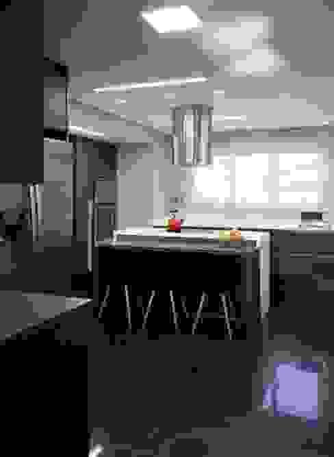 Ap. adaptado - cadeirante Cozinhas modernas por Marcelo Rosset Arquitetura Moderno