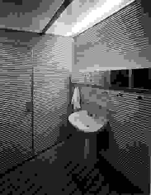 2階浴室 モダンスタイルの お風呂 の Guen BERTHEAU-SUZUKI Co.,Ltd. モダン