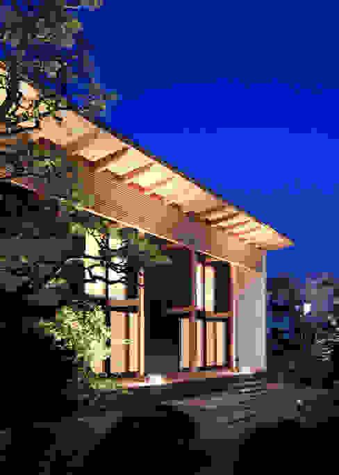 Casas de estilo  por 髙岡建築研究室, Asiático