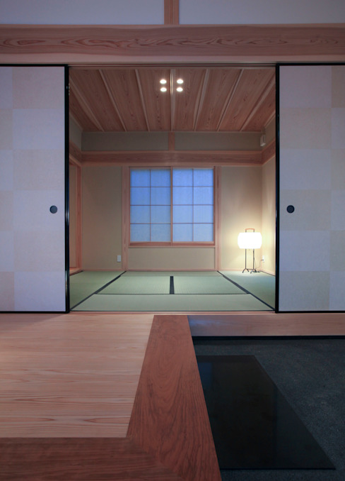 Corridor & hallway by 髙岡建築研究室, Asian