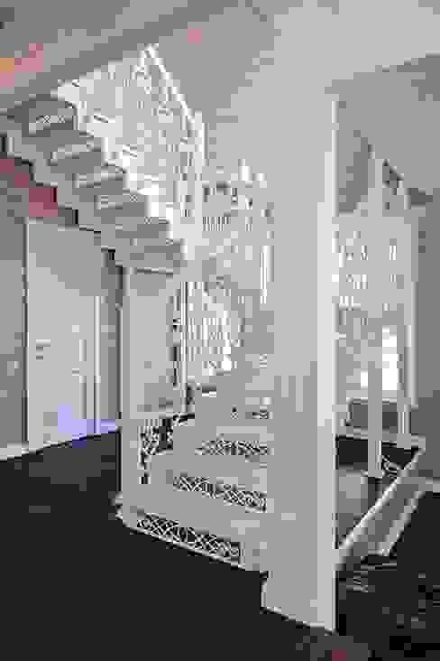 Klasyczny korytarz, przedpokój i schody od ODEL Klasyczny Żelazo/Stal