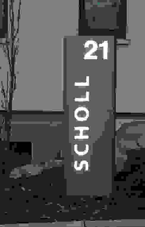 Beleuchtete LED Edelstahl-Stele mit individuellem Schriftzug: modern  von Thorwa Metalltechnik,Modern Metall
