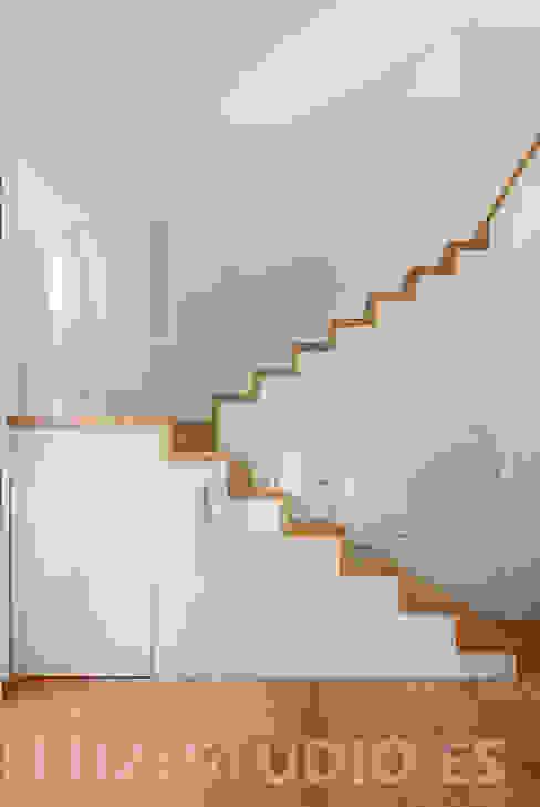 Corredores, halls e escadas modernos por Luzestudio - Fotografía de arquitectura e interiores Moderno