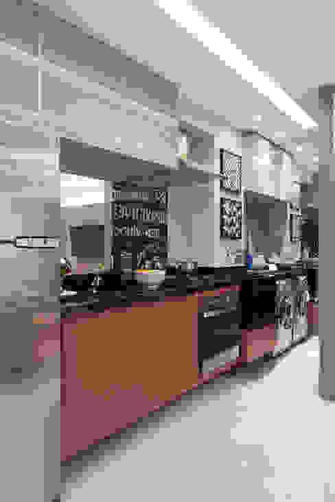 Cocinas de estilo moderno de SESSO & DALANEZI Moderno