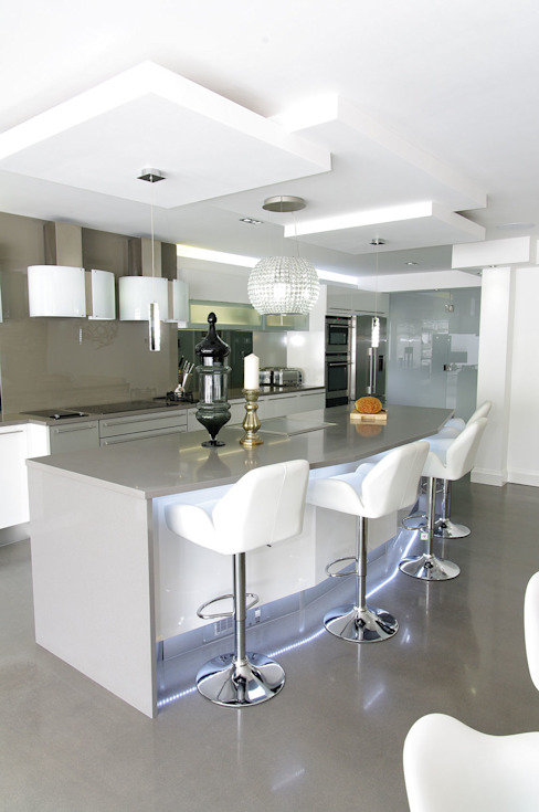 Luxurious White Kitchens by PTC Cocinas de estilo moderno de PTC Kitchens Moderno