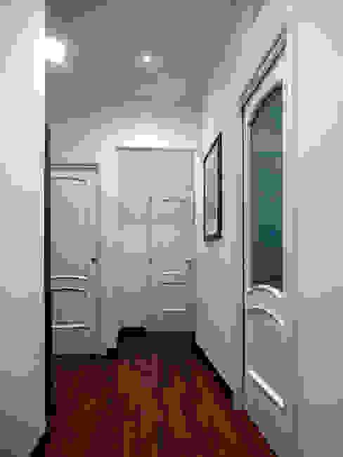 Casa AS Ingresso, Corridoio & Scale in stile moderno di Nicola Sacco Architetto Moderno