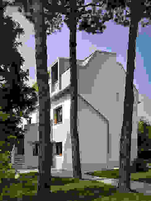 Nowoczesne domy od es-arch Nowoczesny