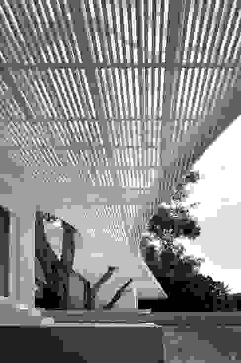Balcone, Veranda & Terrazza in stile mediterraneo di buerger katsota zt gmbh Mediterraneo Legno Effetto legno
