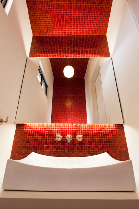 Bathroom by LGZ Taller de arquitectura, Modern Tiles