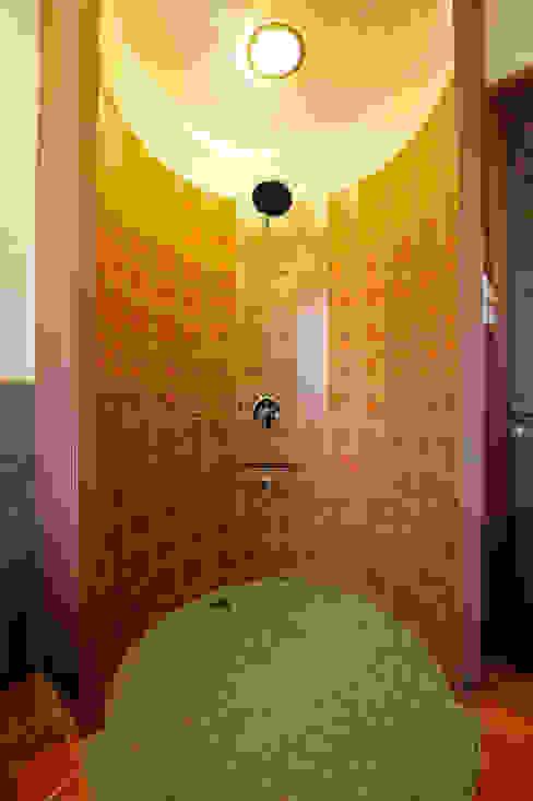 Lonavla Bungalow Asian style bathroom by JAYESH SHAH ARCHITECTS Asian